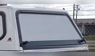 Porte arrière avec insertion en aluminium peinturée